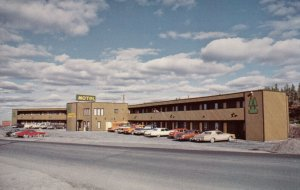 YELLOWKNIFE , N.W.T. , Canada , 1950-70s ; Twin Pine Motor Inn