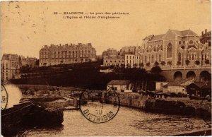 CPA BIARRITZ - Le port des pecheurs L'Église et l'Hotel d'Angleterre (126818)
