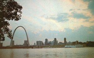 Vintage Postcard Gateway Arch Jefferson National Expansion Memorial St. Louis MO