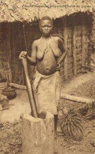 Africa Femme Mayumbe prépant l´Huile de palme Native Woman 03.41