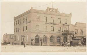 Saskatchewan ,1900-10s ; Street View of Hotel Hamilton