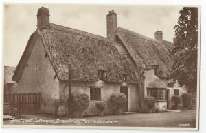 UK Broadway Worcestershire Thatched Cottages RPPC Postcard
