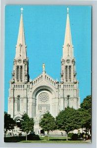 The Basilica Church, Quebec Canada Chrome Postcard