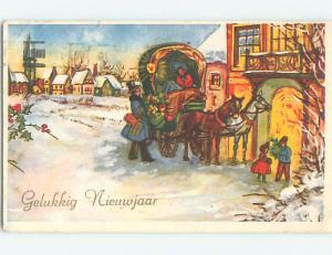 Linen New Year foreign PEOPLE GATHERED AT HORSE AND CARRIAGE o7024