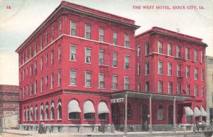 Sioux City Iowa~The West Hotel~Family on Corner~Horse Buggy~1909 Postcard