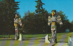 Canada Indian Totem Poles Entrance Lewis Park Courtenay British Columbia
