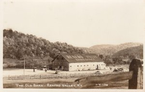 RP: RENFRO VALLEY , Kentucky , 1930-40s ; The Old Barn Dance Hall