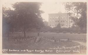 RP; MOOSE JAW, Saskatchewan, Canada , 00-10s; C.P.R. Gardens,Royal George Hotel