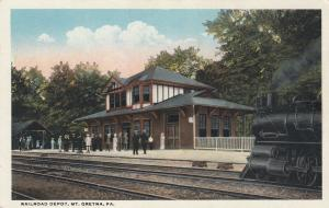 MT GRETNA , Pennsylvania, 1900-10s; Railroad Depot, Train on tracks