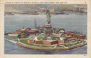Statue of Liberty Post Card New York City, USA 1945
