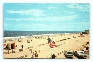 Postcard DE Fenwick Island Greetings Showing Beach and Bathers G16