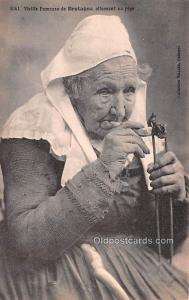 Smoking Old Vintage Antique Post Card Vieille Fumeuse Unused