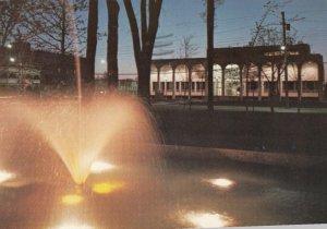 SAINT-HYACINTHE , Quebec , Canada , 1985 ; Le Palais de Justice, Fountain