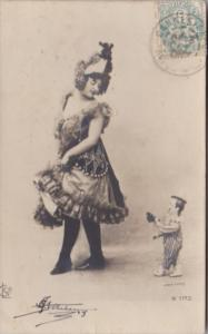 Humour Beautiful Lady With Dwarf 1903