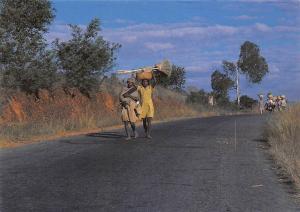 Madagascar Sur les routes Road