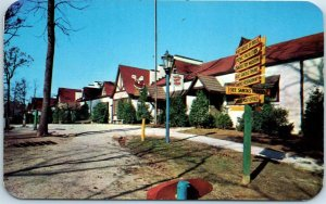 1950s SANTA CLAUS, Indiana Postcard Main Lodge View Roadside Chrome Unused