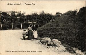 CPA Env. de BIARRITZ - Porteuses d'eau (167937)