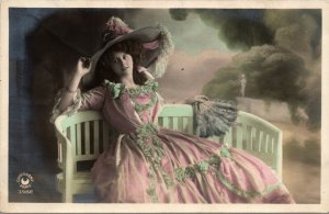 Vintage VICTORIAN - PRETTY GIRL - COLOR -   RPPC Postcard 1910s FRANCE