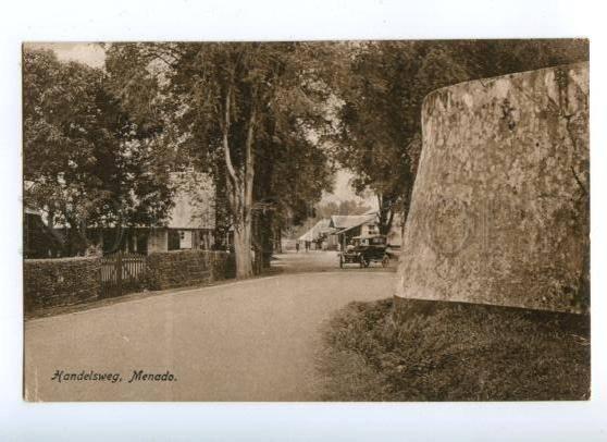 172109 INDONESIA Handelsweg Menado CAR Vintage postcard