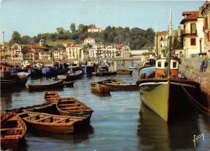 BR16099 Le Port de pecheurs et le village de Ciboure ship bateaux  france