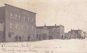 RP: DUNDURN , Saskatchewan , Canada , 1907 ; American Hotel on Main Street
