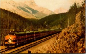 Postcard~Great Northern Railway~The Empire Builder~Diesel~Railroad~Vintage~A22