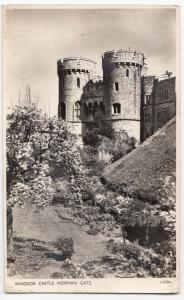 Berkshire; Windsor Castle, Norman Gate PPC Unposted, 1954 PMK, By Photochrom