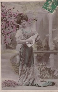 RP: woman & Stringed instrument , 00-10s