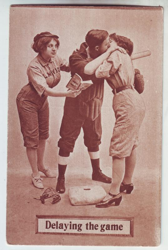 P1046 old card comic baseball the catcher delaying the game, 2 women
