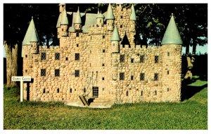 Canada  P.E.I. Model of Glamis Castle Woodleigh Replicas