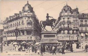 France Orleans La Place du Martroi et Statue de Jeanne d'Arc