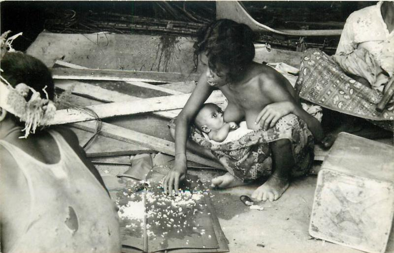 Aboriginals Snowball Foto Highlands Malaysia native mother breast feeading baby