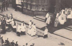 LONDON , England , 1900-10s ; Archbishop & Bishops entering Cathedral