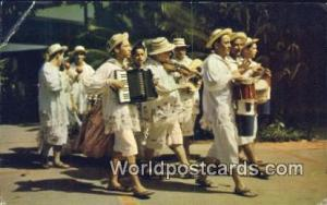 Panama Panama Entertainers dressed in Montunos