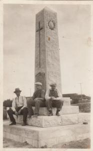 RP; SEMANS, Sask., 1900-10s ; 3 men at monument