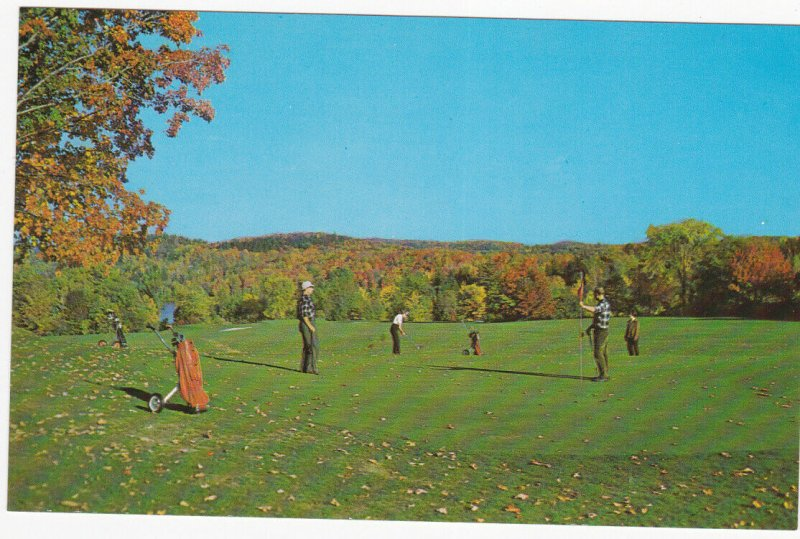 VALLEE DE LA GATINEAU, Quebec,  50-60s ; Larrimac Golf Club, Golfing in the Fall