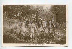 438891 AFRICA Sierra Leone House builders at work Vintage photo postcard