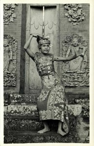 indonesia, BALI, Beautiful Native Legong Dancer Girl (1940s) Paris Foto RPPC (2)
