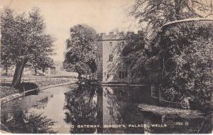 Post Card Somerset Wells Bishop's Palace Moat and Gateway
