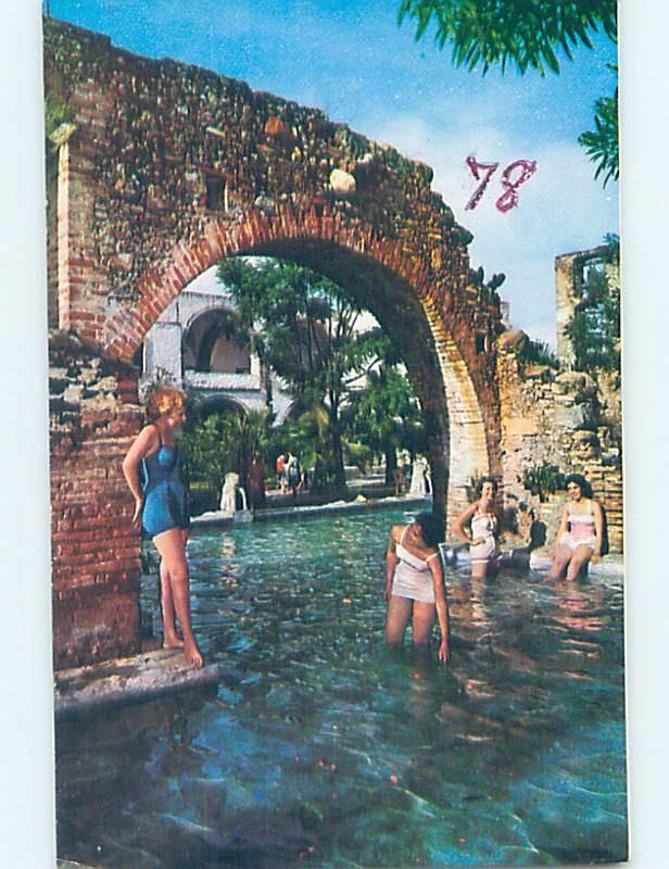 Pre-1980 risque GIRLS AT HACIENDA VISTA HERMOSA Tequesquitengo Mexico F6534