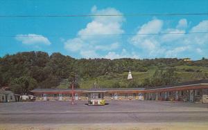 STE. ANNE DE BEAUPRE, Quebec, Canada, 1940-1960's; Motel Fraser Cabines
