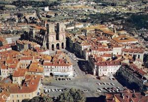 France Auch Vue aerienne, La Cathedrale et la Place Centrale Voitures Cathedral