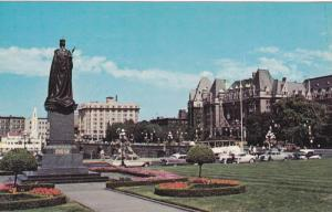Lawn of the Parliament Buildings, Statue of Queen Victoria, Empress Hotel, Vi...