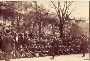 PHOTO PARIS 1919 WOUNDED U.S. SOLDIERS WAIT FOR WILSON
