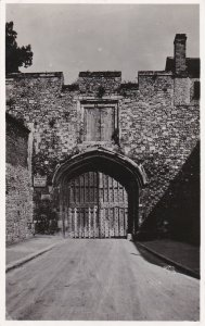 RP: WINCHESTER CATHEDRAL , England , 00-10s ; The Gateway of the Close ; TUCK