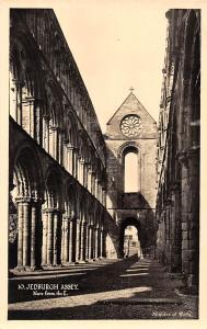 Jedburgh Abbey nave from the East Abtei