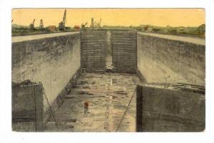 View of the Lock Chamber of Gatun, PU-1915