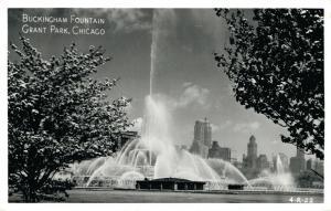 USA Buckingham Fountain Grant Park Chicago 01.93