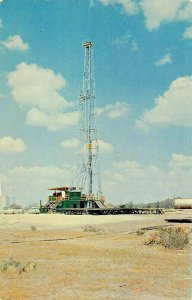 TEXAS TX~BLACK GOLD-DRILLING FOR OIL IN THE GREAT STATE-OIL RIG POSTCARD