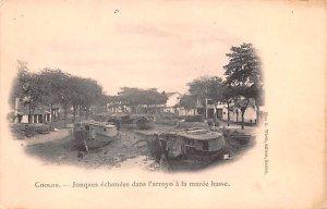 Jonques echouees dans I'arroyo a la maree basse Cholon Vietnam, Viet Nam Unused